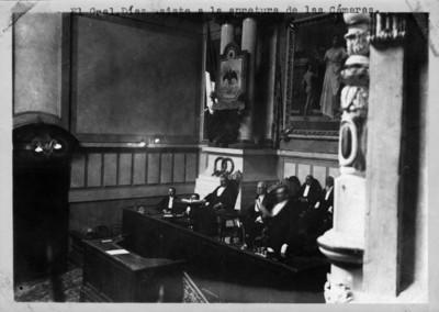 Porfirio Díaz sentado en la cámara de diputados