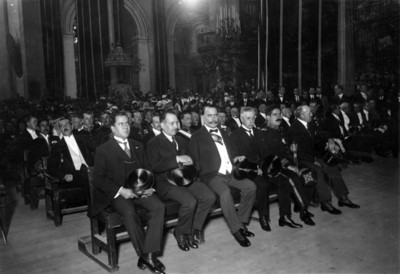 Álvaro Obregón preside ceremonia a los héroes de la independencia en la Catedral