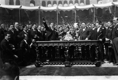 Plutarco Elías Calles protesta como presidente en el Estadio Nacional