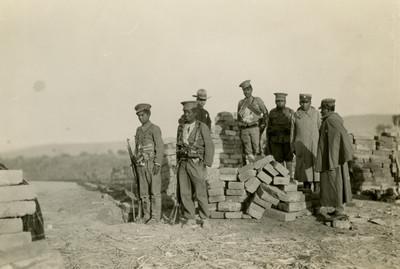 Soldados federales al pie de las trincheras