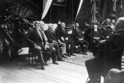 Porfirio Díaz acompañado de su gabinete durante una ceremonia