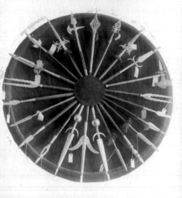 Panoplia con puntas de ballestas, detalle