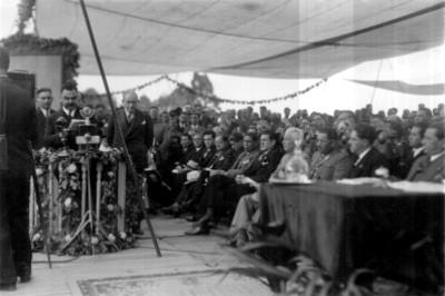 Aarón Sáenz dirige la inauguración del monumento a Obregón