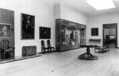 Sala de exhibición con objetos del virreinales, Museo Nacional de Historia