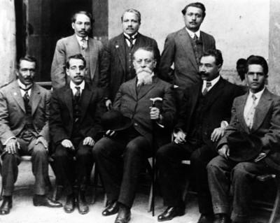 Venustiano Carranza con diputados constituyentes por el estado de Oaxaca, retrato de grupo