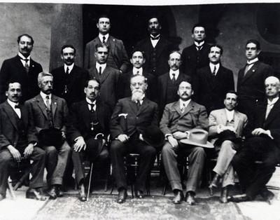 Venustiano Carranza con diputados constituyentes del estado de Jalisco, retrato de grupo