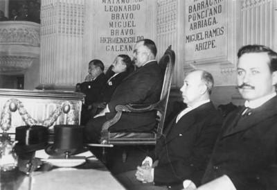 Alvaro Obregón y Plutarco Elías Calles en la Cámara de Diputados