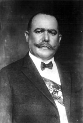 Retrato de Alvaro Obregón portando la banda presidencial