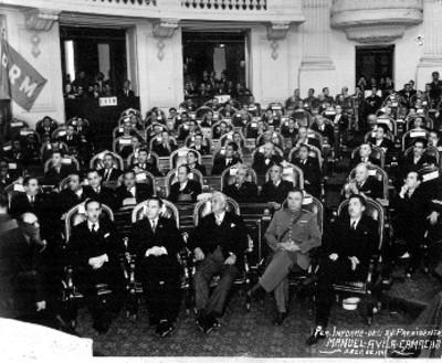 """Manuel Ávila Camacho en el congreso de la unión durante su """"primer informe"""""""