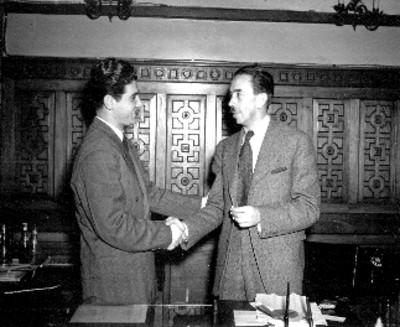 Gustavo Baz con el representante del diario de Monterrey, José Elias Chape
