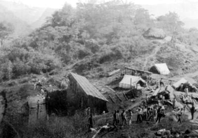 Obreros en casas rusticas, vista parcial