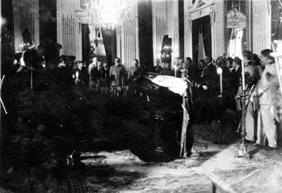 Venustiano Carranza y Álvaro Obregón durante una ceremonia luctuosa