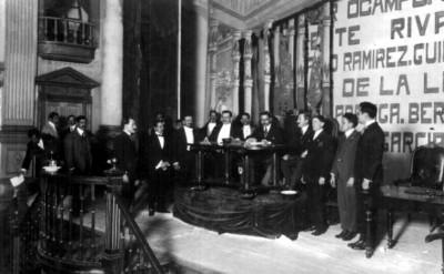 Cándido Aguilar firma la Constitución