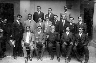 Carranza con diputados constituyentes de Veracruz, retrato de grupo