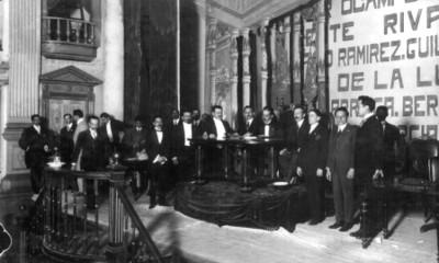 Luis Manuel Rojas firma la Constitución de 1917