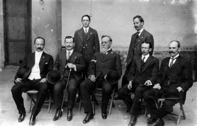 Carranza con los diputados de Coahuila, retrato de grupo