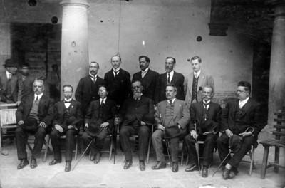 Venustiano Carranza y diputados del Distrito Federal, retrato de grupo