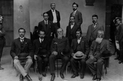 Venustiano Carranza y diputados del estado de Hidalgo, retrato de grupo