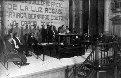 Venustiano Carranza lee el proyecto de reformas a la Constitución