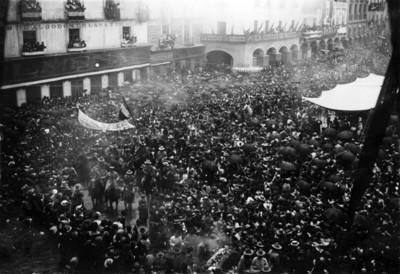 Venustiano Carranza a su entrada al zocalo de la ciudad de México