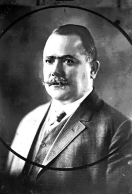 Alvaro Obregón de perfil tres cuartos, retrato