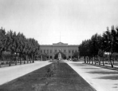 Avenida Álvaro Obregón y palacio de gobierno de Mexicali