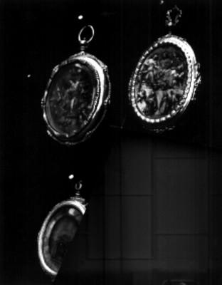 Relicarios en plata cincelada y dorada, lote
