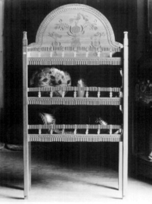 Gabinete en madera tallada