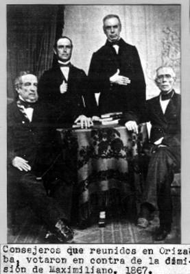 Consejeros que votaron en contra de la dimisión de Maximiliano, retrato de grupo, reprografía