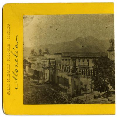 """Vista parcial de la Plaza Melchor Ocampo y el atrio de la Catedral de """"Morelia"""", estereoscópica"""