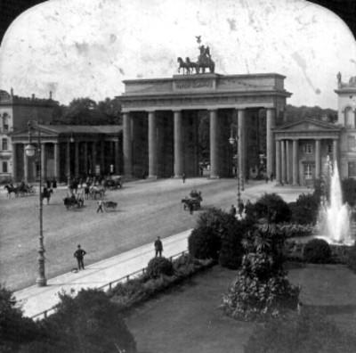 Puerta de Brandenburg, calle de los Tilos