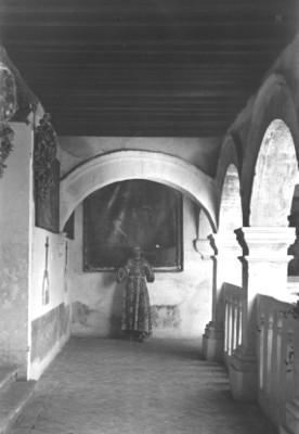 Pasillo en el interior de una Iglesia