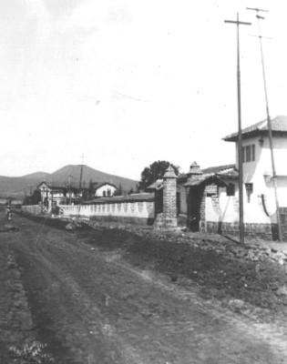 Camino y casas, vista general