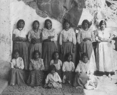 Grupo de niñas y mujeres de Janicho