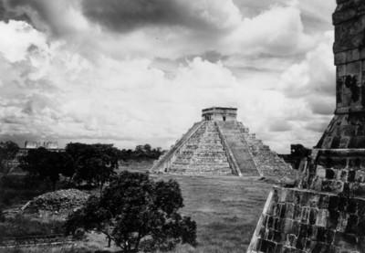 Vista del Castillo de Chichén Itzá