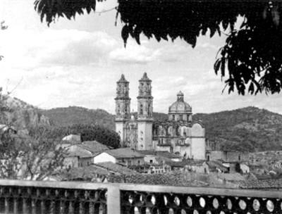 Iglesia en un poblado, panorámica