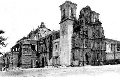 "Iglesia de ""La Soledad, Oaxaca"", vista de conjunto, tarjeta postal"