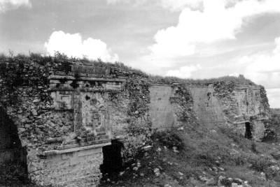 Fachada Oeste del Cuadrángulo de las Monjas sin restaurar