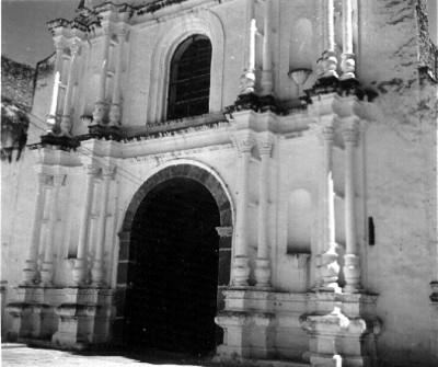Convento franciscano en Quecholac, portada principal de la iglesia, vista parcial
