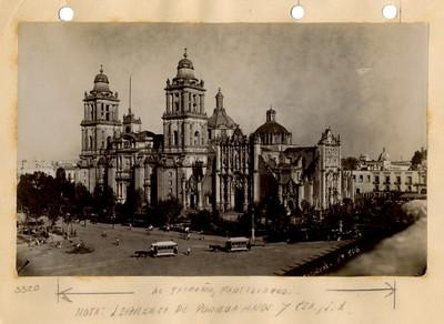 Catedral metropolitana de la Ciudad de México, vista lateral