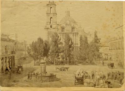 Iglesia de Santo Domingo, atrio y plaza, vista parcial