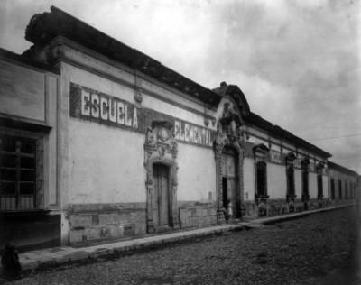 Fachada de la Escuela Elemental Miguel Hidalgo