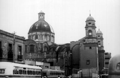 Iglesia de la Santa Cruz y la Soledad, vista de la cúpula y campanarios