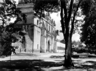 Iglesia de San Juan Bautista en la Plaza Hidalgo