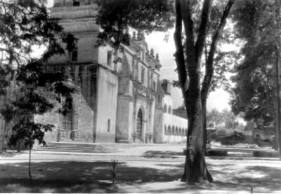 Templo de San Juan Bautista en la Plaza Hidalgo