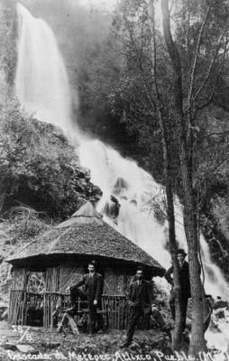 """Cascada de Metepec, Atlixco, Puebla. (Méx)"" (sic)"