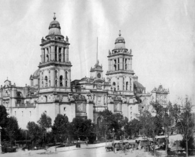 Catedral Metropolitana, vista parcial de la fachada frontal