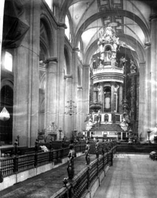 """El """"Cipres"""" en el """"interior de la Catedral"""" Metropolitana, ciudad de México"""