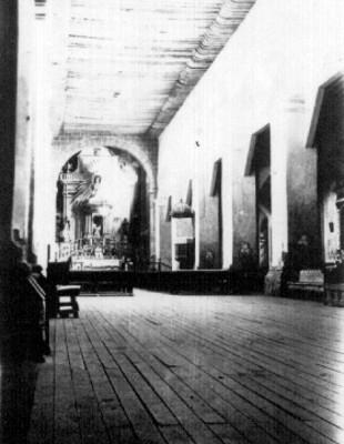 Iglesia de San Juan Bautista en Coyoacán, interior, vista hacia el altar