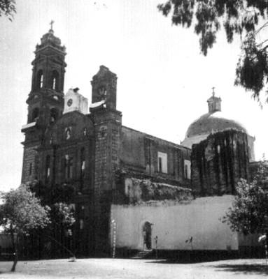 Vista lateral de la Parroquia de Santa Inés
